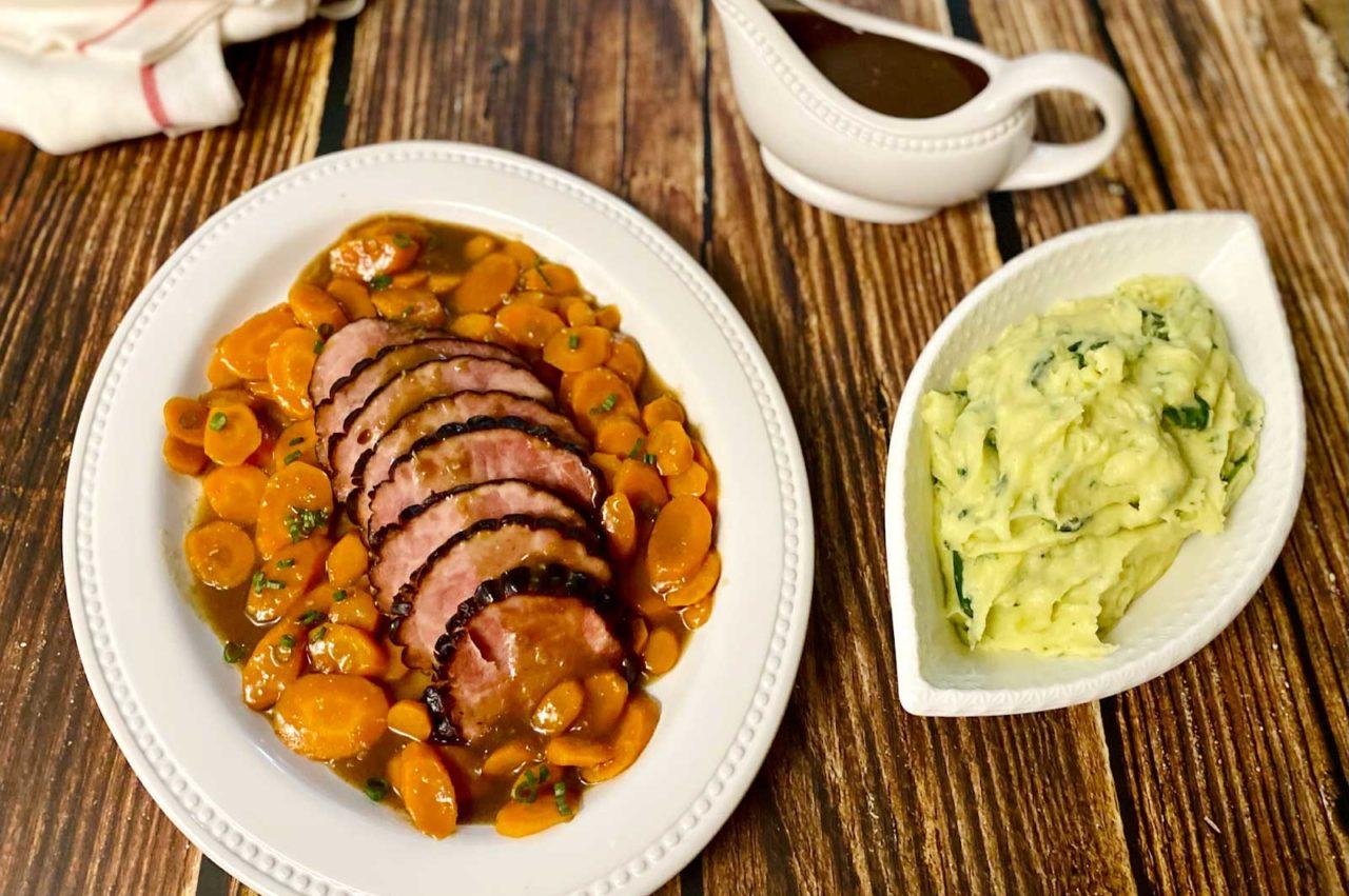 <i class='fas fa-user-lock' aria-hidden='true'></i> Tout-en-Un : Jambon sauce érable-balsamique, carottes laquées et purée de pomme de terre épinard fromage