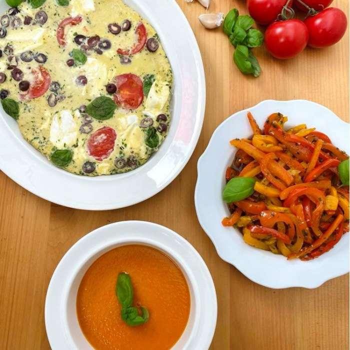 Plat Tout en un : Velouté de tomate, omelette méditerranéenne et salade de poivrons marinés