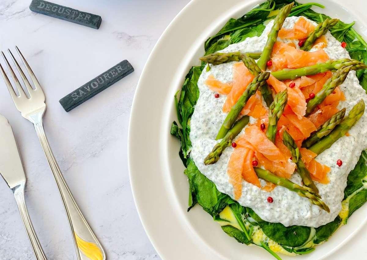 <i class='fas fa-user-lock' aria-hidden='true'></i> Tout-En-Un : Omelette épinard saumon fumé et crème citronnée. Salade de pomme de terre aux câpres et asperges