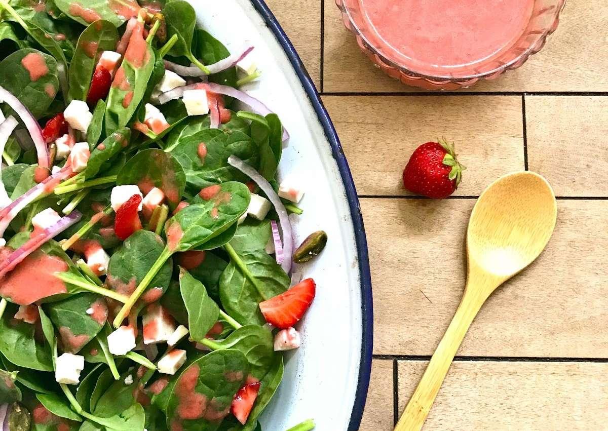 <i class='fas fa-user-lock' aria-hidden='true'></i> Vinaigrette fraises et salade de pousses d'épinard, féta et pistaches